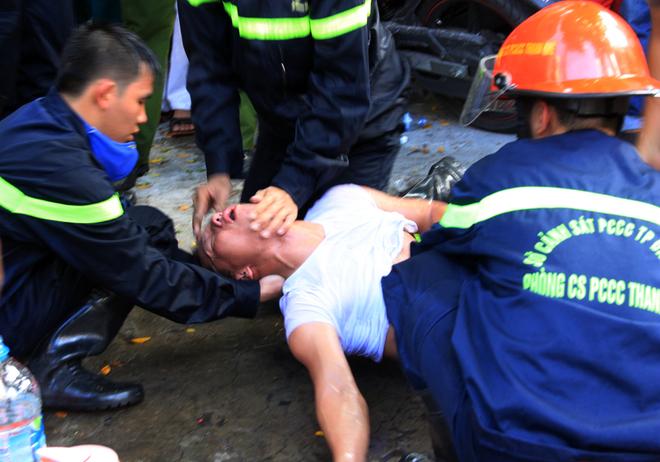 9 chiến sĩ ngạt khí độc trong lúc chữa cháy tại Đà Nẵng - Ảnh 8