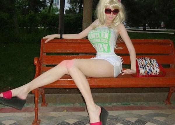 Cô nàng 9X phẫu thuật cơ thể để trở thành búp bê Barbie sống - Ảnh 8