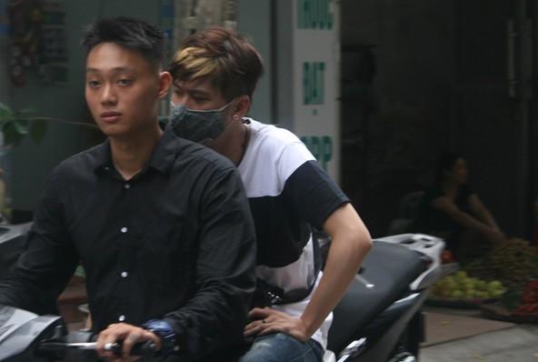 Hot girl Mie, JVevermind khóc nức nở khi đến nhà Toàn Shinoda - Ảnh 6
