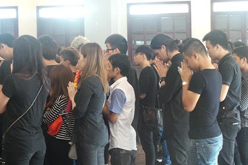Xúc động clip fan hâm mộ tưởng nhớ Toàn Shinoda  - Ảnh 1