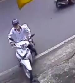 Clip: Thanh niên ung dung trộm xe SH ngay trước cửa nhà - Ảnh 1
