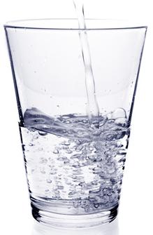 Nước đun sôi để nguội lâu ngày sẽ tự sinh chất gây ung thư - Ảnh 1