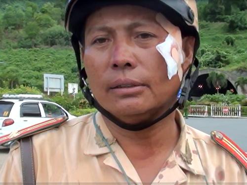 Tiếp tục làm rõ vụ tài xế ép đổ xe đặc chủng, rút dao dọa CSGT  - Ảnh 3
