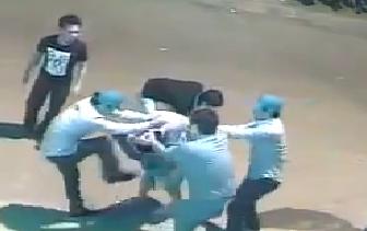 Clip: Xôn xao thanh niên bị 5 người đánh hội đồng dã man - Ảnh 1