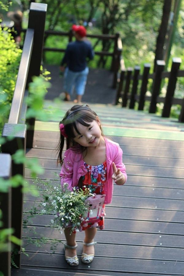 """Cô bé 4 tuổi làm """"phiên dịch viên"""" Việt – Hàn hút 70 ngàn lượt xem  - Ảnh 3"""