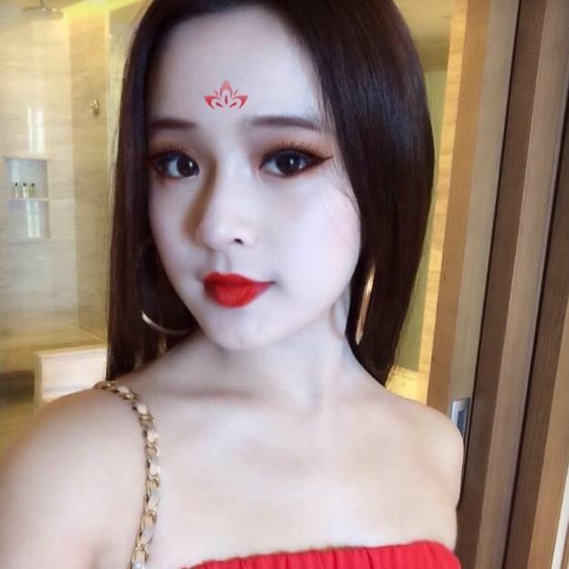 Các hot girl Việt đua nhau làm Võ Tắc Thiên - Ảnh 2