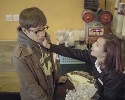 """Video: """"Sét đánh ngang tai rụt rè"""" khiến giới trẻ thổn thức dịp Valentine - Ảnh 2"""