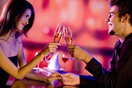 Những điều cặp đôi nên tránh vào ngày lễ tình nhân - Ảnh 1