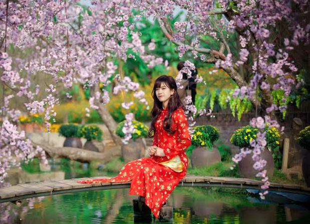 Xuân Ất Mùi 2015: Hot girl Kiến Trúc khoe sắc bên vườn đào  - Ảnh 1