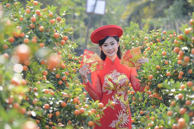 Mê mẩn với nhan sắc xinh đẹp của nữ sinh Kinh tế bên vườn quất  - Ảnh 4