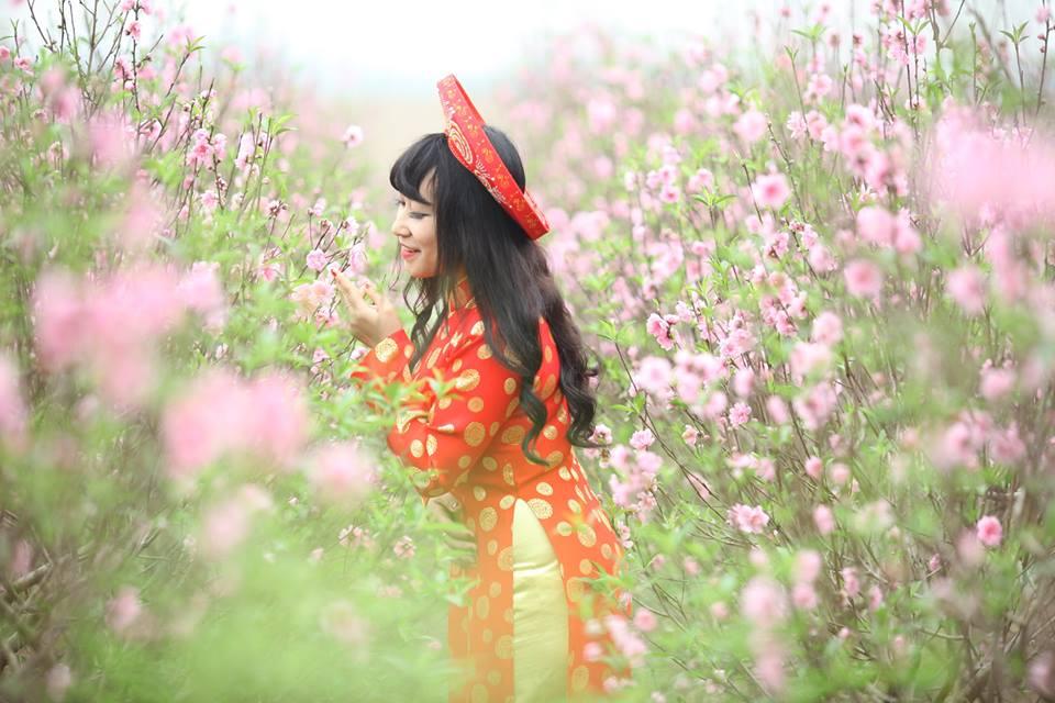 Thiếu nữ 9X xứ Tuyên xinh đẹp trong tà áo dài đỏ du xuân đầu năm - Ảnh 1
