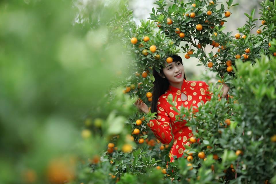 Thiếu nữ 9X xứ Tuyên xinh đẹp trong tà áo dài đỏ du xuân đầu năm - Ảnh 2