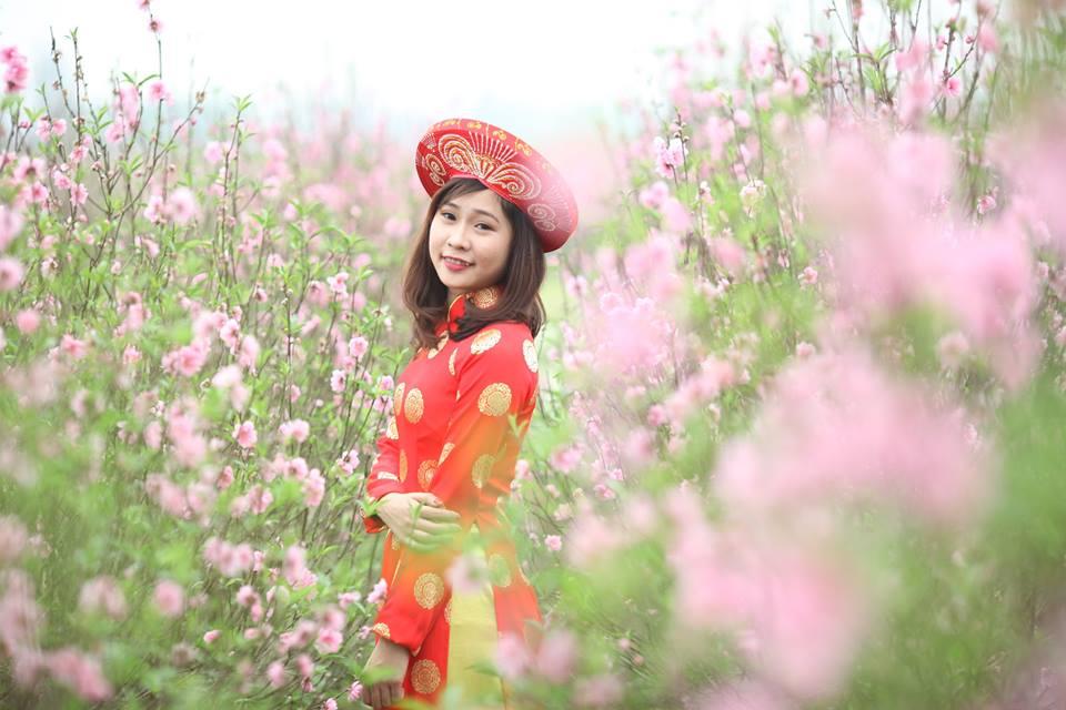 Thiếu nữ 9X xứ Tuyên xinh đẹp trong tà áo dài đỏ du xuân đầu năm - Ảnh 3