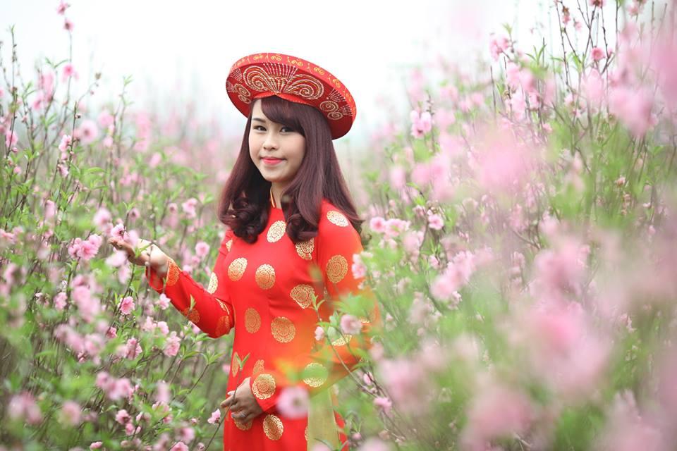 Thiếu nữ 9X xứ Tuyên xinh đẹp trong tà áo dài đỏ du xuân đầu năm - Ảnh 4