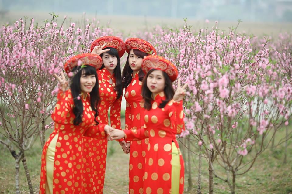 Thiếu nữ 9X xứ Tuyên xinh đẹp trong tà áo dài đỏ du xuân đầu năm - Ảnh 5