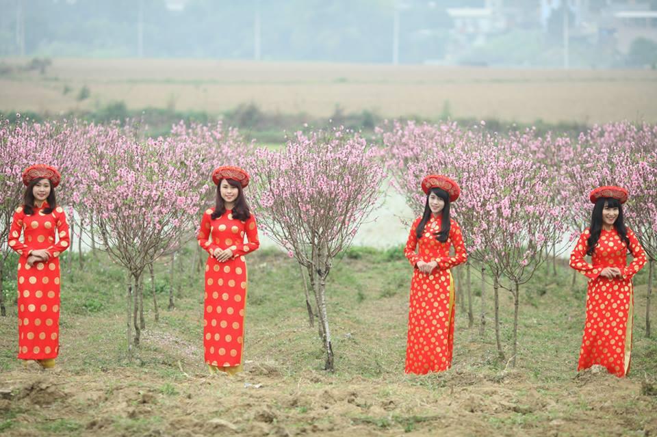 Thiếu nữ 9X xứ Tuyên xinh đẹp trong tà áo dài đỏ du xuân đầu năm - Ảnh 9