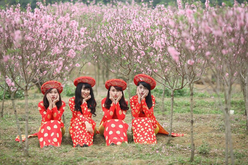Thiếu nữ 9X xứ Tuyên xinh đẹp trong tà áo dài đỏ du xuân đầu năm - Ảnh 10