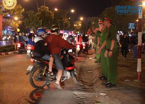 Các chiến sĩ công an căng mình làm nhiệm vụ trong đêm giao thừa - Ảnh 3