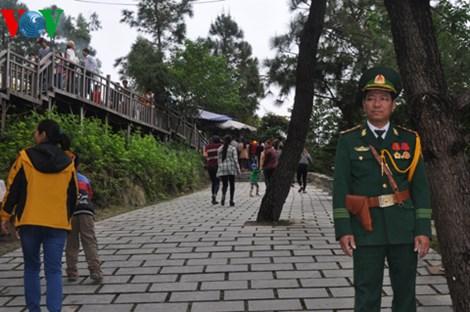 Mùng 1 Tết: Hàng ngàn người dân viếng mộ Đại tướng Võ Nguyên Giáp - Ảnh 4