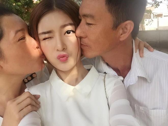 Các hot girl Việt đã có những ngày Tết như thế nào? - Ảnh 15