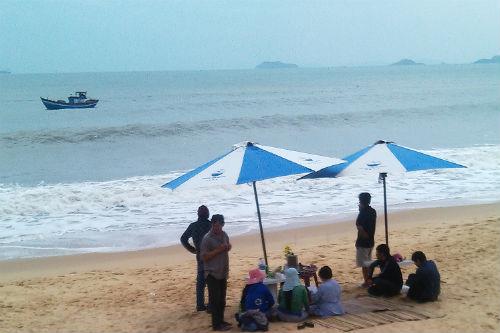 Bình Định: Rủ nhau tắm biển, một học sinh lớp 7 mất tích - Ảnh 1