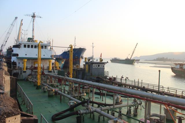 """Vụ bắt ông trùm vận tải biển Sơn """"sắt"""": Bắt 2 tàu sang chiết dầu trái phép - Ảnh 1"""