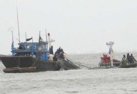 9 thuyền viên trôi dạt trên biển Hải Phòng - Ảnh 1