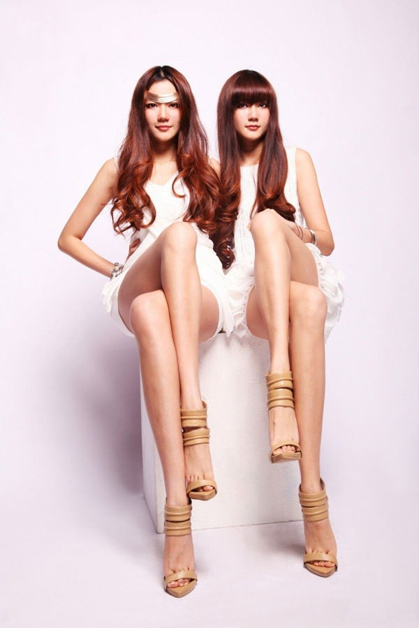 Chùm ảnh hot của cặp song sinh có đôi chân đẹp nhất Trung Quốc - Ảnh 15