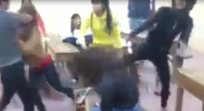 Nữ sinh bị đánh hội đồng dã man gây phẫn nộ - Ảnh 2