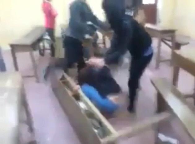 Nữ sinh bị đánh hội đồng dã man gây phẫn nộ - Ảnh 3