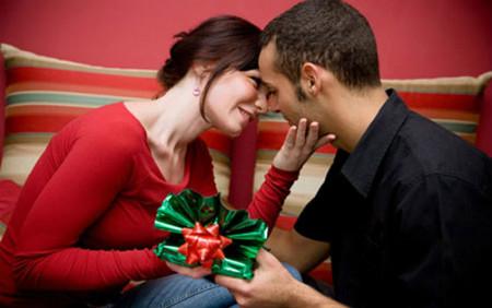 Noel 2014: Mua quà gì tặng cho mẹ và vợ? - Ảnh 1