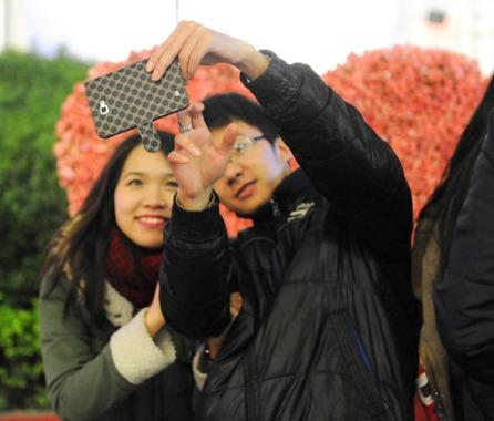 Giới trẻ cả nước với những khoảnh khắc Valentine ngọt ngào - Ảnh 2