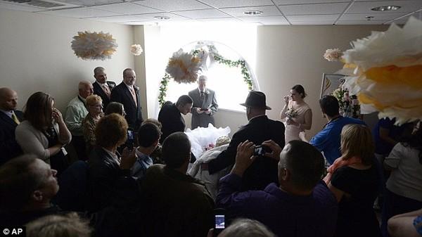 Xúc động đám cưới đẫm nước mắt của cô dâu ung thư xương  - Ảnh 3