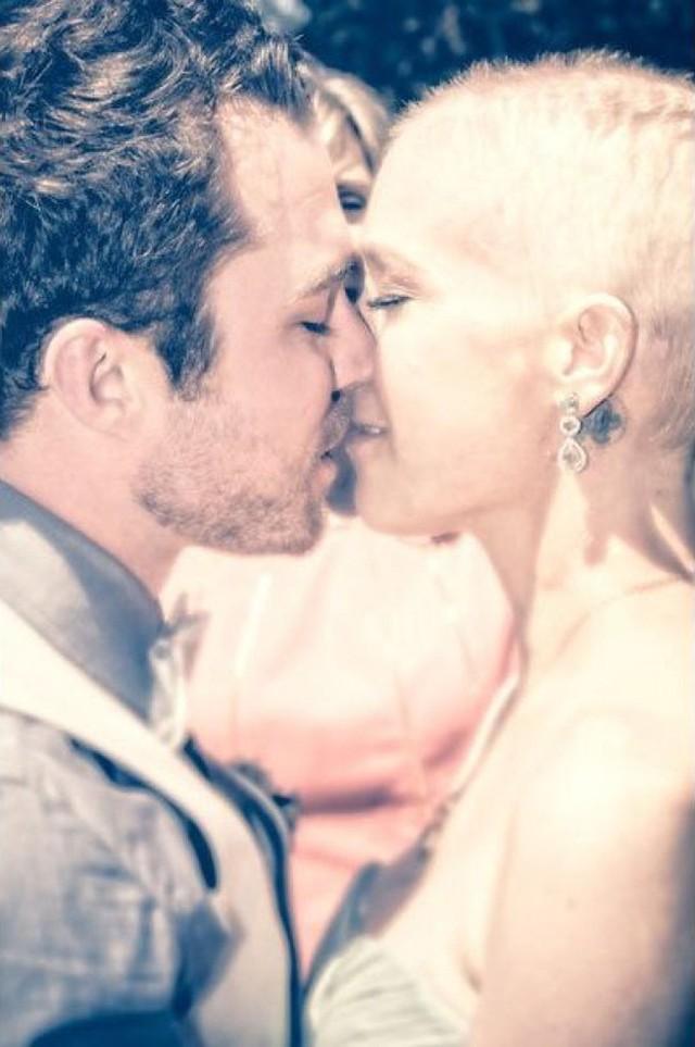 Nghẹn ngào đám cưới đẫm nước mắt của những cô dâu ung thư - Ảnh 3