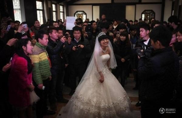 Nghẹn ngào đám cưới đẫm nước mắt của những cô dâu ung thư - Ảnh 9