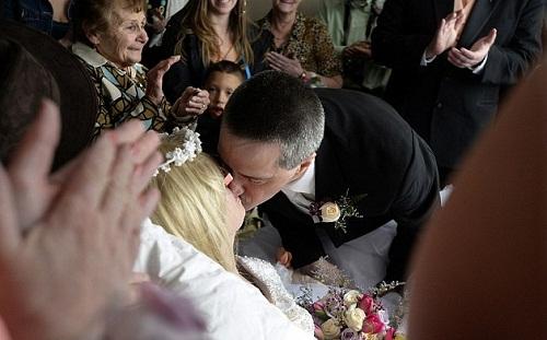 Nghẹn ngào đám cưới đẫm nước mắt của những cô dâu ung thư - Ảnh 6