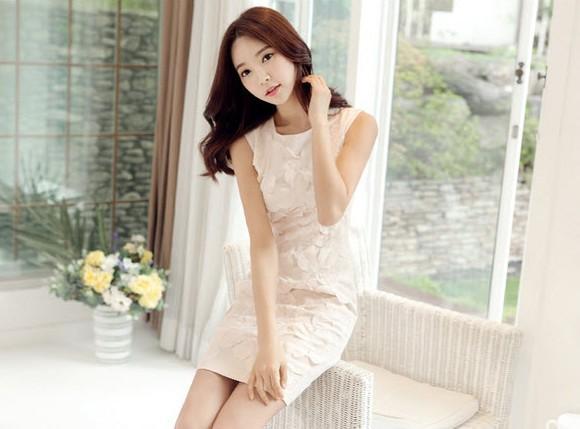 Biến hóa phong cách tuyêt đẹp với chiếc váy trắng tinh khôi - Ảnh 1