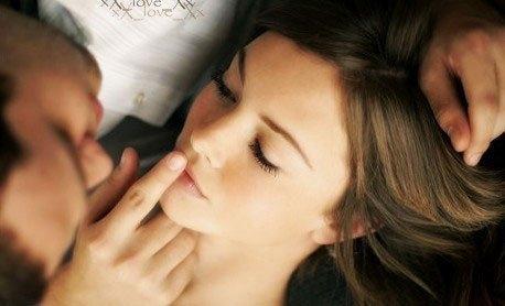 Phút yếu lòng sa ngã của người vợ ngoan - Ảnh 1