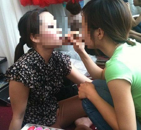 Nở rộ trào lưu làm mẫu tóc, mẫu mặt trong giới trẻ - Ảnh 1