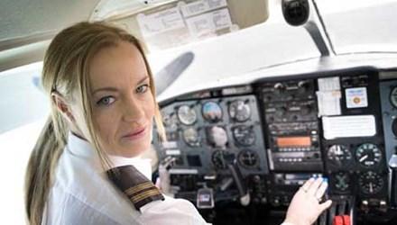 Hồi ký rúng động của nữ phi công từng làm gái gọi - Ảnh 1