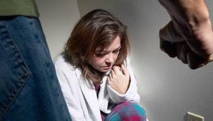 Tôi bị chồng đánh sảy thai, còn bị đuổi về nhà ngoại - Ảnh 1