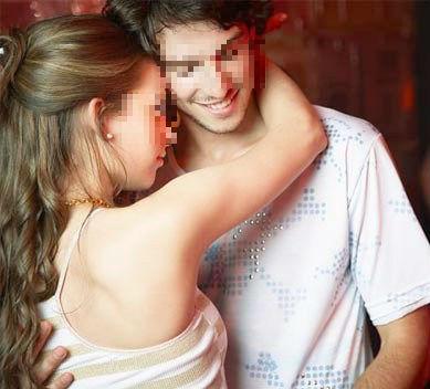 Nửa đêm, chồng bị nhân tình của vợ... ôm hôn tới tấp - Ảnh 1