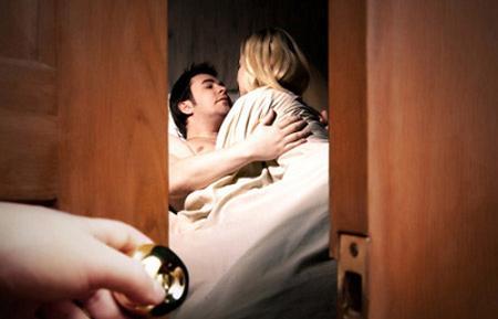 Những cách ứng xử khôn ngoan khi biết nửa kia ngoại tình - Ảnh 1