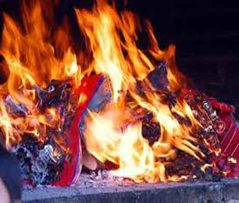 Cúng mùng 3 Tết và lễ hóa vàng tiễn tổ tiên - Ảnh 1