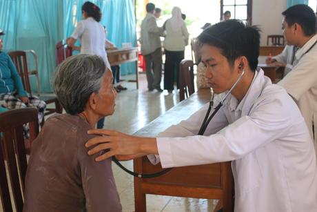 Những hình ảnh đẹp về ngày Thầy thuốc Việt Nam - Ảnh 5