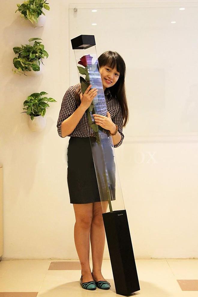 Hoa hồng dài 1,6 m giá 700.000 đồng hút khách Sài Gòn - Ảnh 4