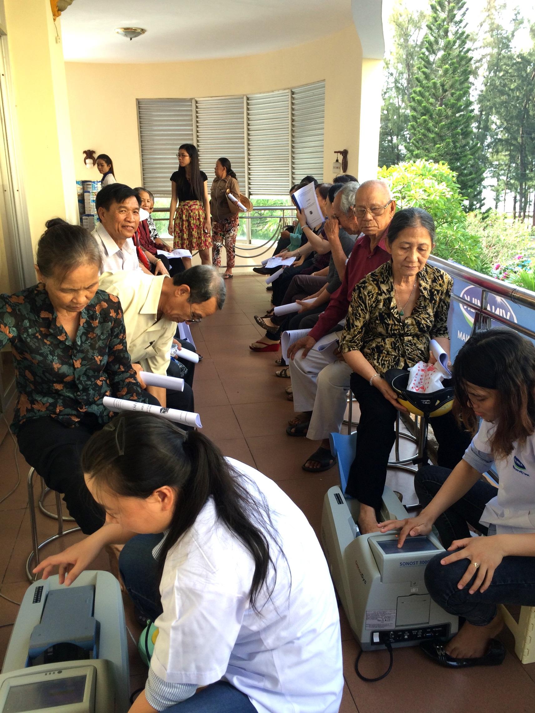 Vinamilk chăm sóc người cao tuổi Bình Thuận - Ảnh 2