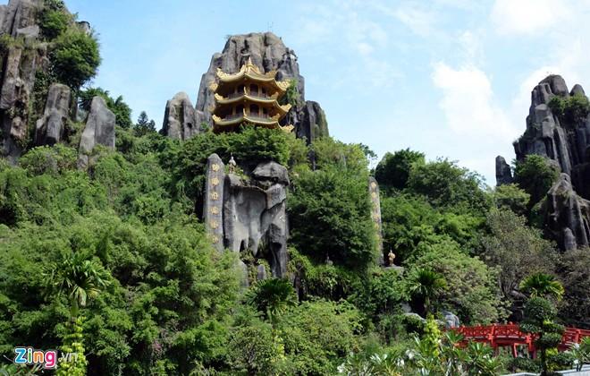 Đền thờ dát vàng phục vụ khách miễn phí ở Khu du lịch Đại Nam - Ảnh 10