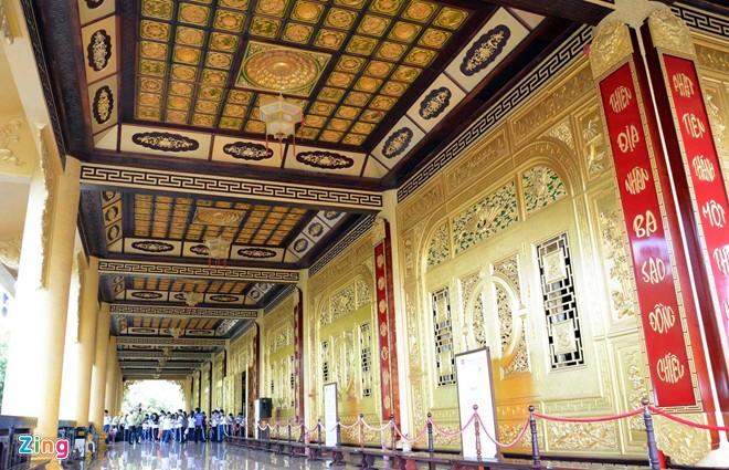 Đền thờ dát vàng phục vụ khách miễn phí ở Khu du lịch Đại Nam - Ảnh 13