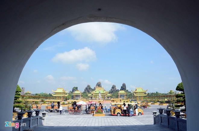 Đền thờ dát vàng phục vụ khách miễn phí ở Khu du lịch Đại Nam - Ảnh 3